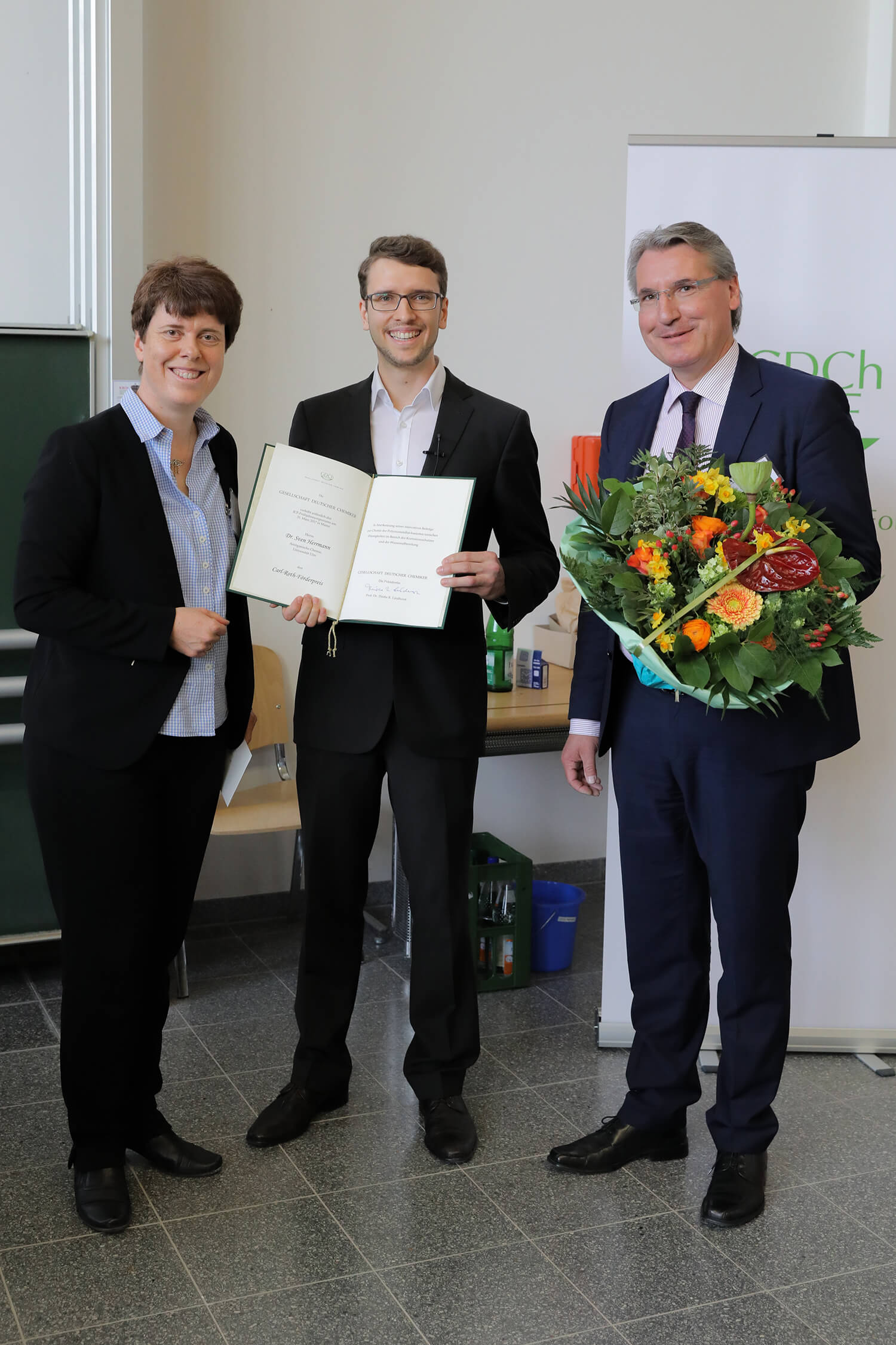 Dr-Simon-Herrmann-erhält-den-Carl-Roth-Förderpreis-2017