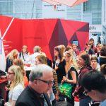 Messe-Labvolution-Halle-Messestand-Menschen-Carl-Roth