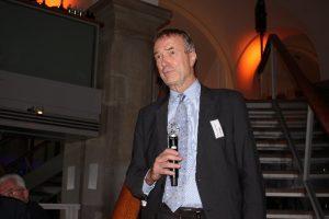 Dr. Thomas Frischmuth, CEO begrüßt die Gäste